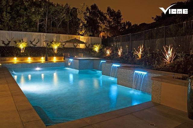 đèn chiếu sáng hồ bơi