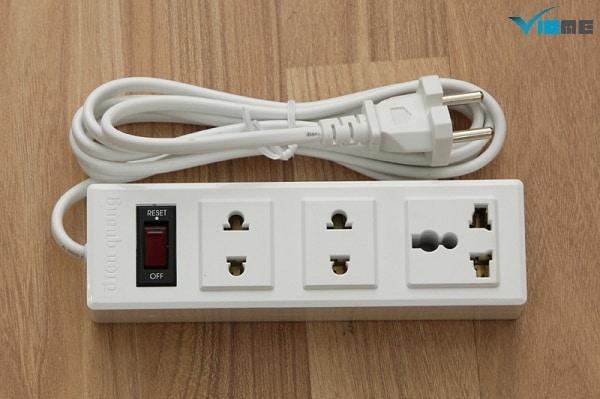 ổ cắm điện 2 chấu là gì?