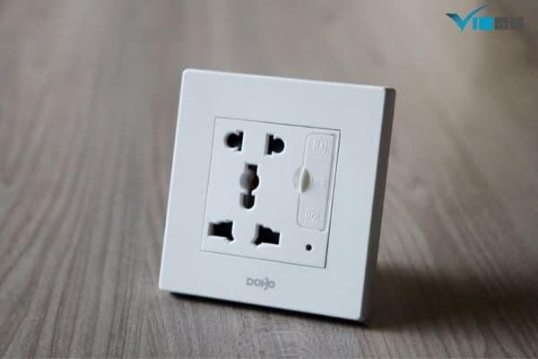 ổ cắm điện 3 chấu là gì